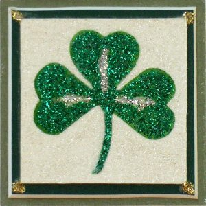 Shamrock magnet with green mat