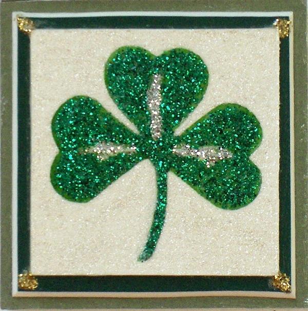 Shamrock magnet with green mat